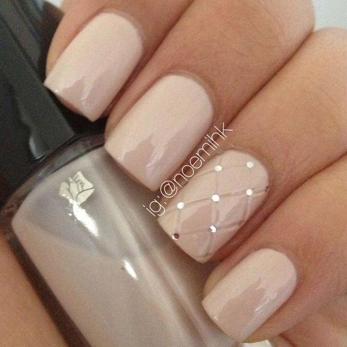 Дизайн на бежевых ногтях